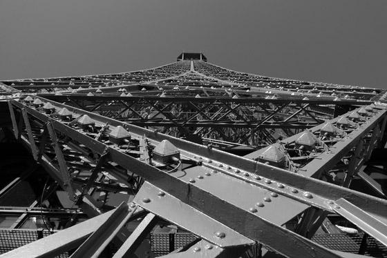 بالصور: برج ايفل بزوايا مميزة كما لم يراه احد من قبل!