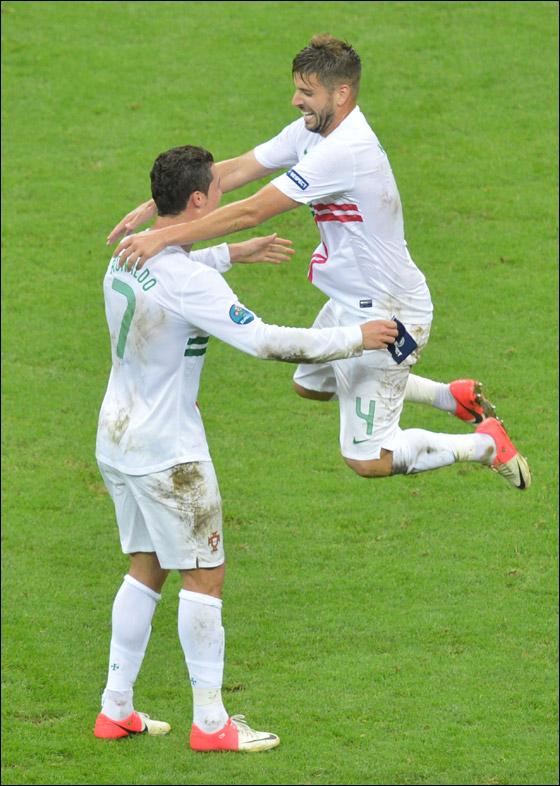 رونالدو ينجح بتأهيل البرتغال لربع النهائي في اليورو بالدقيقة الـ79
