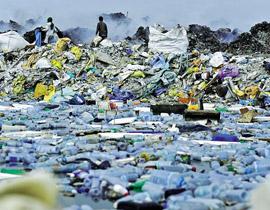 آلاف الأطنان من القمامة تغمر جزر المالديف وتشوه جمالها!