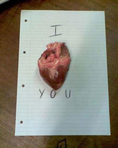 """اليكم 12 طريقة غريبة لقول """"أحبك"""" بالانجليزية!"""