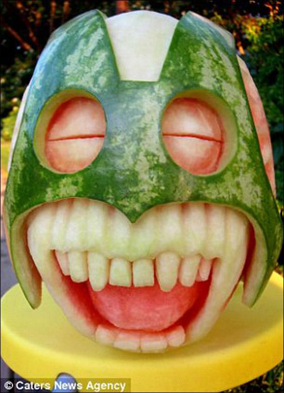 بالصور: ثمار البطيخ تأتيكم على شكل وجوه فنية رائعة