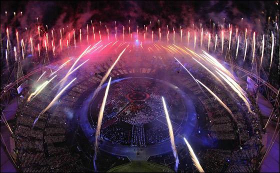 احتفال ضخم بتاريخ وثقافة بريطانيا بافتتاح اولمبياد لندن 2012! London_Olympics_04.j