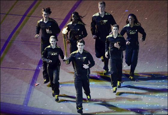 احتفال ضخم بتاريخ وثقافة بريطانيا بافتتاح اولمبياد لندن 2012! London_Olympics_17.j