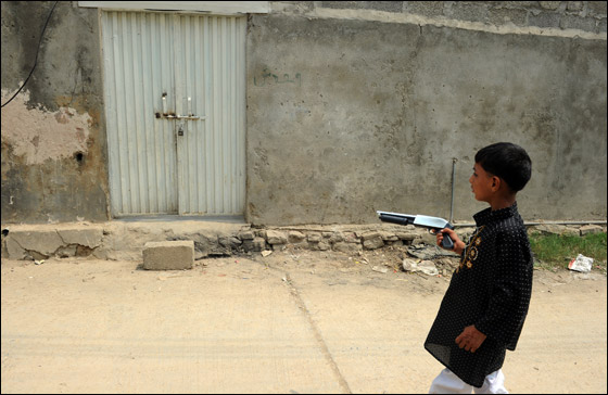فرنسا تدعو باكستان الى الافراج عن الفتاة المتهمة باهانة الاسلام