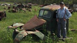 اشهر هواة السيارات القديمة يتخلى عن هوايته ويبيع 130 سيارة
