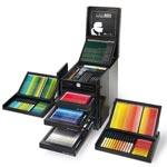 للمصممين والفنانين: صندوق (كارل) من دار شانيل للازياء بـ3000 دولار!