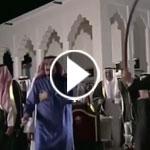 فيديو: الملك سلمان يشارك في رقصة شعبية في المنامة مع ملك البحرين