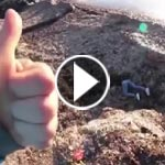 فيديو صادم.. .. شاب يدفع صديقته من فوق سلسلة تلال ثم يبدي ابتهاجا