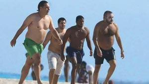 صور ملك المغرب واسرته بلباس البحر على شاطئ ميامي تثير ضجة
