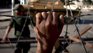 اسرائيل لحركة حماس: فك الحصار مقابل الأنفاق والصواريخ