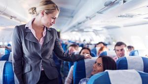 لهذا السبب مضيفو الطيران يخشون الاصطدام بالركاب !!