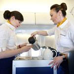 فكر مرتين قبل أن تطلب القهوة أو الشاي على متن طائرة!
