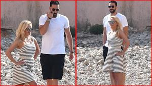 صور باميلا اندرسون مع حبيبها المغربي عادل رامي على الشاطئ
