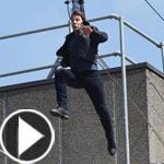 توم كروز لم يعد رشيقا.. اصيب اثناء قفزة في فيلمه الجديد! فيديو وصور