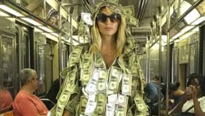 صور عارضة أزياء أرجنيتية ترتدي فستانا من الدولارات