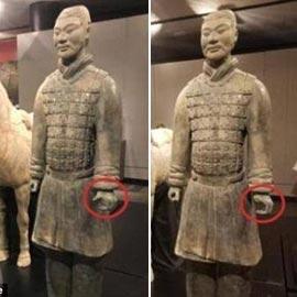 نتيجة بحث الصور عن سيلفي مع تمثال تكلف شابا 4.5 مليون دولار