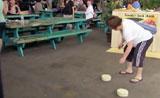 فئران تهرب بالجبن في الكاميرا
