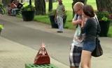 يد تخرج من الحقيبة تفزع الناس