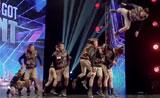 مشاهدة فرقة الرقص مع اثارة ضجة مع إثارة ضجة في برنامج المواهب