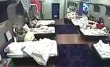 كريمة تضع علم المغرب فوق سريرها