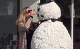 اضحك مع رجل الثلج