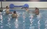 شاهدوا الطلاب وهو يمرحون بمسبح الاكاديمية