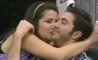 قبلة مطولة في الأكاديمية بين أسماء ومحمد شكري!