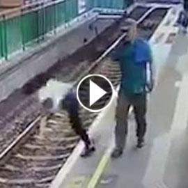 فيديو صادم.. رجل يدفع فتاة على قضبان القطار ويكمل طريقة